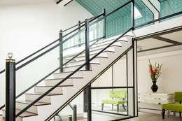 Corridor & hallway by Design Intervention