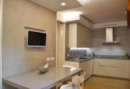 Villa Urbana: Cucina in stile in stile Moderno di DCA Studio - Davide Carelli Architetto