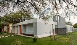 Casa  S+M : Casas de estilo moderno por BSBarqs.