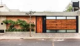 Projekty, nowoczesne Domy zaprojektowane przez Cornetta Arquitetura