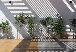 modern Garden by Cornetta Arquitetura