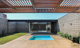 Piletas de estilo moderno por Cornetta Arquitetura