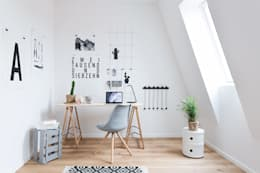 Office space:   by SALTY INTERIORS