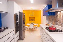Cozinha: Cozinhas ecléticas por Haus Brasil Arquitetura e Interiores