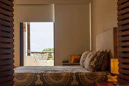 Dormitorios de estilo moderno de MORADA CUATRO