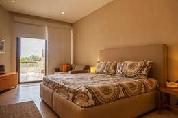 modern Bedroom by MORADA CUATRO