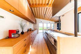 Kitchen: STaD(株式会社鈴木貴博建築設計事務所)が手掛けたキッチンです。