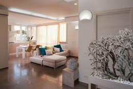Casa N+V: Soggiorno in stile in stile Moderno di manuarino architettura design comunicazione