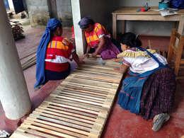 Amatenango del Valle - Programa VACA / Juan Carlos Loyo Arquitectura: Casas de estilo rústico por Juan Carlos Loyo Arquitectura