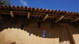 Casas de estilo colonial por Juan Carlos Loyo Arquitectura