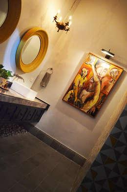 Casa 56: Baños de estilo  por Workshop, diseño y construcción