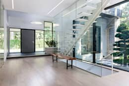 New Build-Staging:  Corridor & hallway by Frahm Interiors