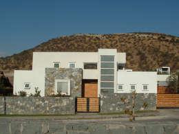 Casa Moderna 1: Casas de estilo moderno por Marcelo Roura Arquitectos