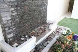 Jardines de estilo moderno por Daniel Teyechea, Arquitectura & Construccion