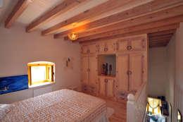 mediterranean Bedroom by Ebru Erol Mimarlık Atölyesi