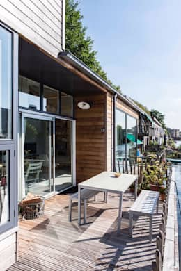Complete make-over Amsterdamse Woonboot: moderne Tuin door Architect2GO