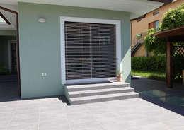 Ventanas y puertas de estilo  por Di.Bi.