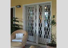 DibiBlind: Finestre & Porte in stile in stile Moderno di Di.Bi.