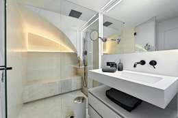 Baños de estilo moderno de FADD Architects