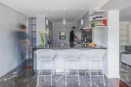 Cozinhas modernas por CENTRAL ARQUITECTURA
