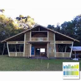 Cabana CG Lagoa Vermelha/RS: Casas rústicas por VIALIVIALI Arquitetura