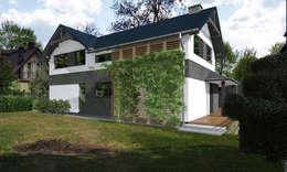 Dom jednorodzinny House_&_SPACE: styl klasyczne, w kategorii Domy zaprojektowany przez ABC Pracownia Projektowa Bożena Nosiła