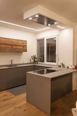 Projekty,  Kuchnia zaprojektowane przez Architettura & Interior Design 'Officina Archetipo'