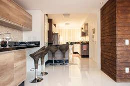 Cocinas de estilo moderno por Ahph Arquitetura e Interiores