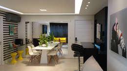 Soggiorno in stile in stile Moderno di Carolina Burin Arquitetura Ltda