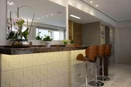 modern Dining room by Carolina Burin Arquitetura Ltda
