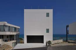 Projekty, nowoczesne Domy zaprojektowane przez 門一級建築士事務所