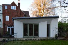 Projekty, nowoczesne Domy zaprojektowane przez ArchitectureLIVE