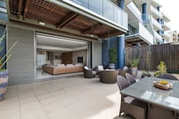 Apartment Robertson - Pembroke:  Patios by Covet Design