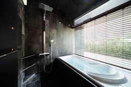 Phòng tắm by 松島潤平建築設計事務所 / JP architects
