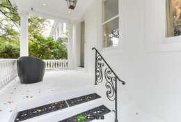 eclectic Corridor, hallway & stairs by studioWTA