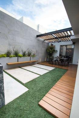15 jardineras que se ver n fabulosas en patios grandes y - Soluciones para pisos pequenos ...