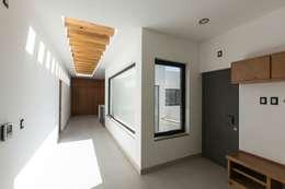 Corridor and hallway by Arquitectura MAS