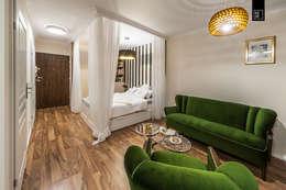 Salas de estilo ecléctico por Pracownie Wnętrz Kodo