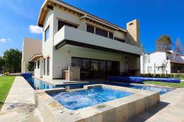 Piscinas modernas por Arquitectura MAS