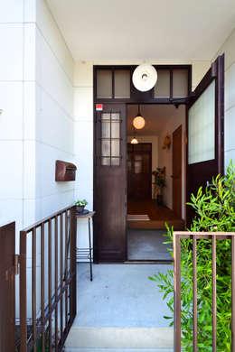 T邸: TRANSFORM  株式会社シーエーティが手掛けた廊下 & 玄関です。