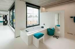 Nijsten - Vandeput: moderne Badkamer door Architectenbureau Dirk Nijsten bvba