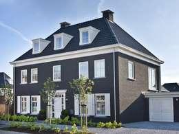 Casas de estilo clásico por Groothuisbouw Emmeloord
