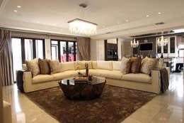 classic Living room by Tru Interiors