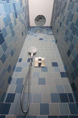 guest bathroom: modern Bathroom by brandt+simon architekten