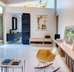 Studio Retreat, New Orleans: minimalistic Media room by studioWTA