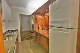 Cocinas de estilo moderno por MAJÓ Arquitetura de Interiores
