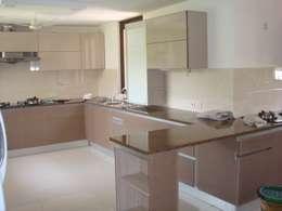counter: modern Kitchen by elegant kitchens & Interiors