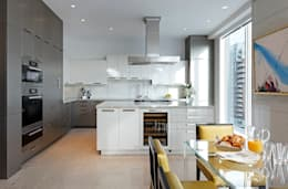 Kitchen: classic Kitchen by Douglas Design Studio