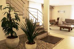 Jardines de invierno de estilo moderno por RAWI Arquitetura + Interiores