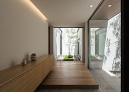 modern Corridor, hallway & stairs by Architet6建築事務所